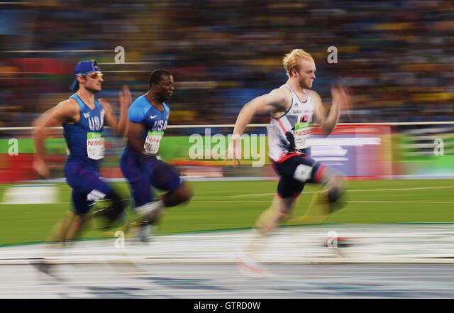Rio De Janeiro, Brazil. 9th Sep, 2016. Jonnie Peacock (R) of Britain competes during the men's 100m T44 final - Stock-Bilder