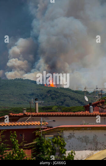 Torre del Greco, Naples, Italy. 11th July, 2017. Vesuvius Volcano forest fire Torre del Greco (close to Naples about - Stock Image