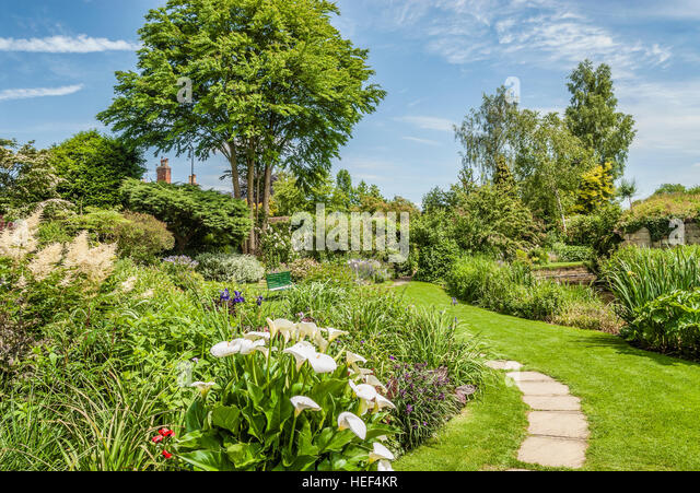 England flower castle stock photos england flower castle for Gardening 4 you warwick