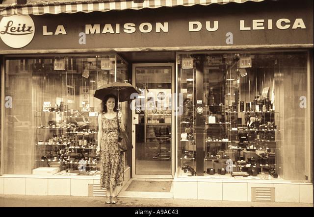 umbrella shop paris france stock photos umbrella shop paris france stock images alamy. Black Bedroom Furniture Sets. Home Design Ideas
