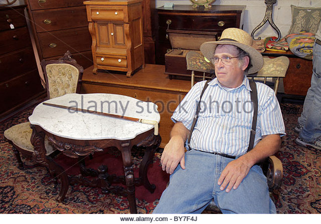 Pennsylvania Kutztown Kutztown Folk Festival Pennsylvania Dutch folklife vendor shopping antiques collectibles furniture - Stock Image