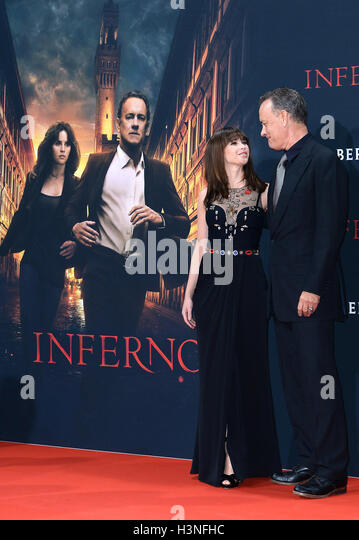 Berlin, Germany. 10th Oct, 2016. The British actress Felicity Jones (L) and the American actor Tom Hanks (R) pose - Stock Image