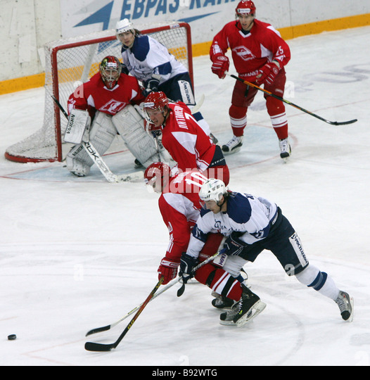 Spartak won Dynamo both Moscow in bully offs 5 4 in the 38th round of the national ice hockey championship Spartak - Stock Image