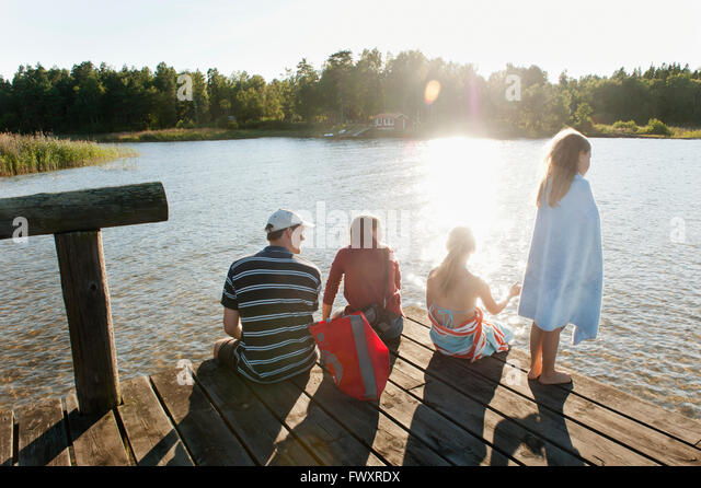 Sweden, Vastra Gotaland, Kallandso, Family with two children (6-7, 12-13) on pier - Stock-Bilder