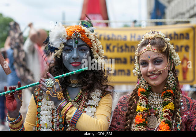 London, UK. 17 July 2016.  Girls dress as Lord Krishna and his consort.  Devotees celebrate the annual Rathayatra - Stock Image