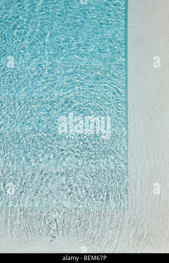 Sunlight refracted on water in swimming pool - Stock-Bilder