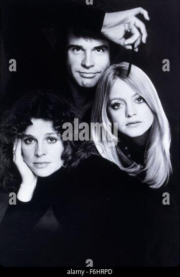 1975, Film Title: SHAMPOO, Director: HAL ASHBY, Studio: COLUMBIA, Pictured: HAL ASHBY, WARREN BEATTY, JULIE CHRISTIE, - Stock Image
