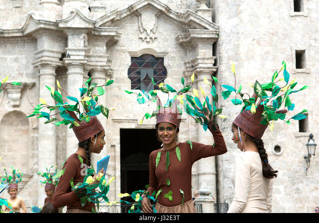 Girls promoting museum of colonial arts in Havana Cuba - Stock-Bilder