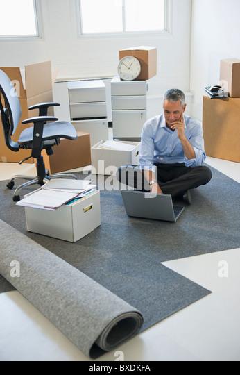 Business entrepreneur working in startup office - Stock-Bilder
