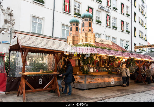 The main city market overflows from Marienplatz in Munich, Germany, up the pedestrian shopping street towards the - Stock Image