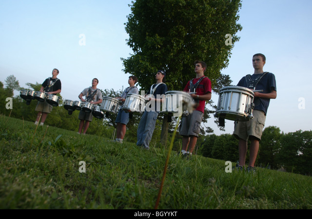 Bloomington High School North drummers practice for a marching competition next fall. - Stock-Bilder