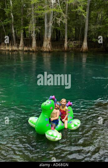 children on raft at Manatee Springs State Park, North Florida - Stock-Bilder