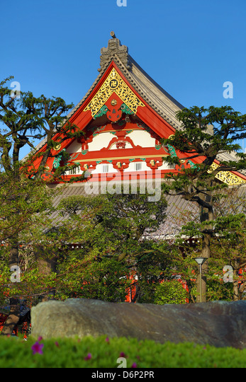 Oriental architecture and gardens of the Sensoji Asakusa Kannon Temple, Tokyo, Japan - Stock Image