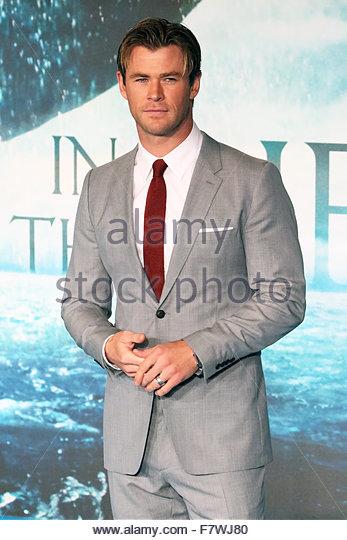 London, United Kingdom. December 2nd, 2015. UNITED KINGDOM, London: Australian actor Chris Hemsworth poses for photographers - Stock Image