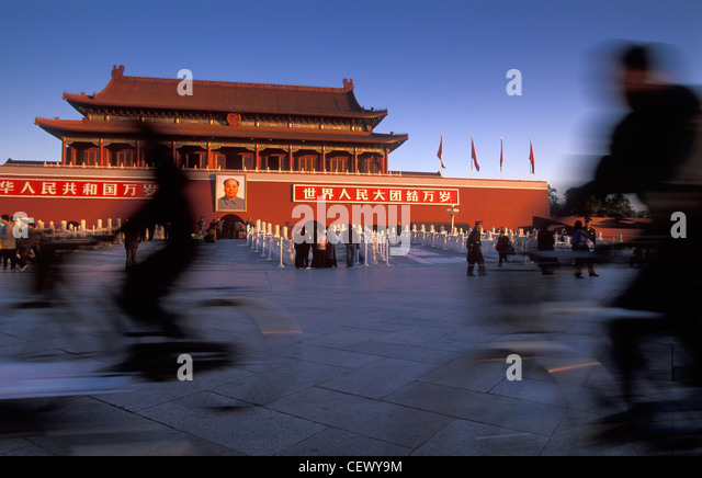 cyclists, Tian'anmen Gate, Tian'anmen Square, Beijing, China - Stock-Bilder