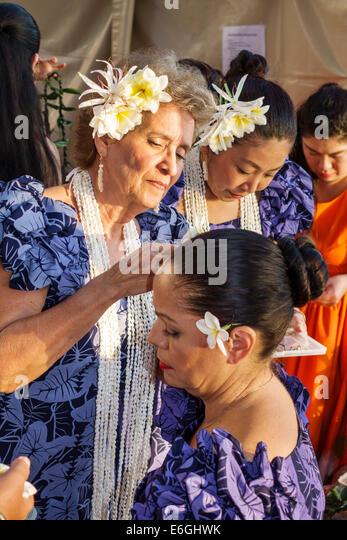 Hawaii Hawaiian Honolulu Waikiki Beach Kuhio Beach Park Hyatt Regency Hula Show Asian woman muumuu dress performers - Stock Image