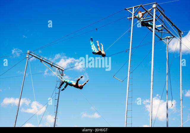 Wisconsin Kenosha Kenosha County Fairgrounds The Ultimate Kid Fest family event swinging flying trapeze act performance - Stock Image