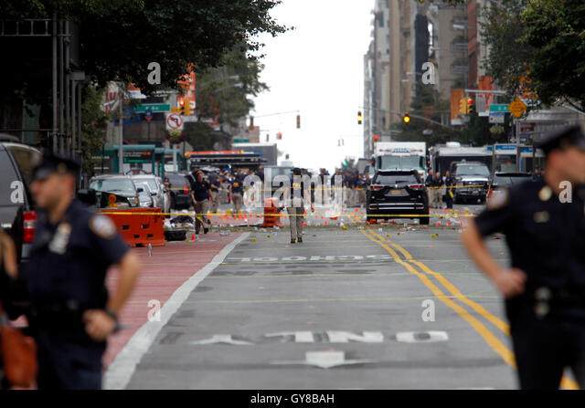 New York, USA. 18th Sep, 2016. Police, and law enforcement personnel from various agencies examine the area for - Stock Image