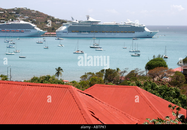 St. Thomas USVI Charlotte Amalie Harbor view Blackbeard's Hill 99 Steps red roof cruise ships Caribbean Sea - Stock Image