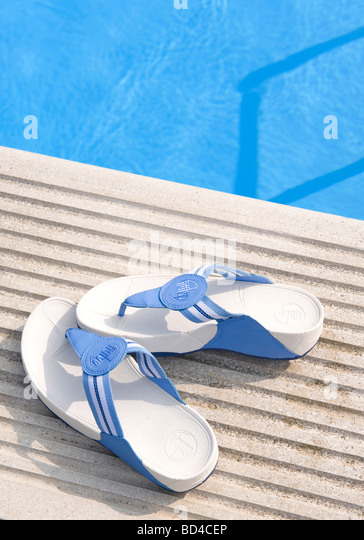 Sw17 tooting stock photos sw17 tooting stock images alamy for Tooting broadway swimming pool
