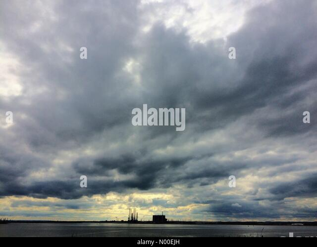 Seal Sands, Teesside, UK. Stormy skies over Seal Sands at the mouth of the river Tees on bank holiday weekend. Credit - Stock-Bilder