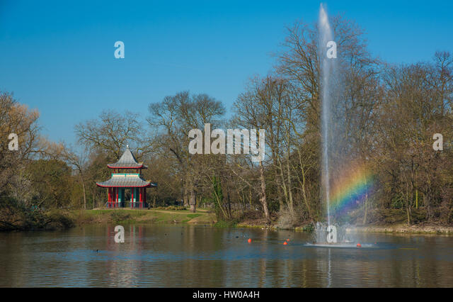 London, UK. 15th March 2017. An early taste of spring at Victoria Park, Bow, Greater London where the temperature - Stock Image