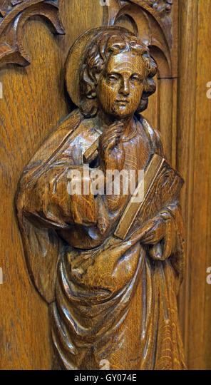 St Wilfrids Church Grappenhall- Pulpit wood carving of angel with bible, Warrington - Stock Image