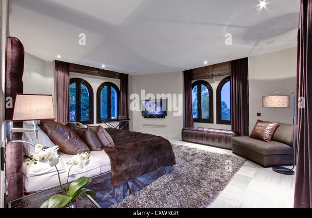 Bed and windows in modern bedroom - Stock-Bilder