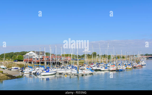 Arun Yacht Club and sailing boats on the River Arun at Littlehampton, West Sussex, England, UK. - Stock Image