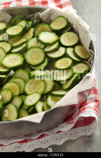 Courgette tarte: add slices of courgette - Stock Image