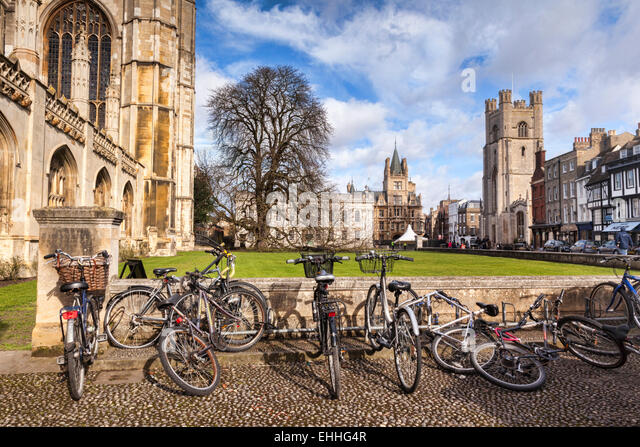 Kings Parade, Cambridge, a street scene with bicycles in the foreground, typical of the city. Great St Mary's - Stock Image