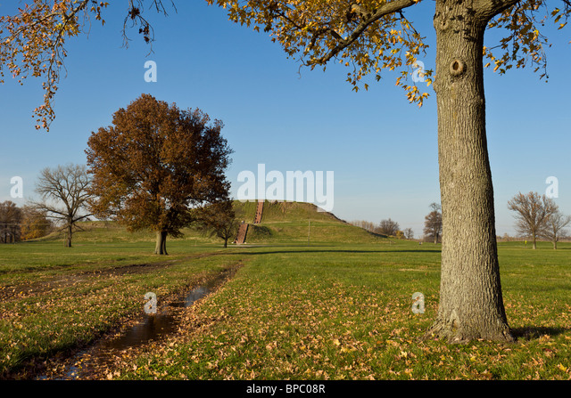 Monks Mound, the largest man-made earthen mound in the United States at Cahokia Mounds State Historic Site in Illinois, - Stock Image
