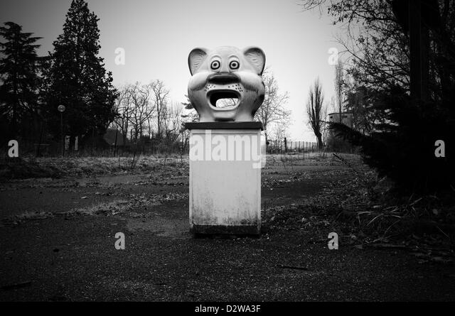 Waste bin in abandoned amusement park - Stock-Bilder
