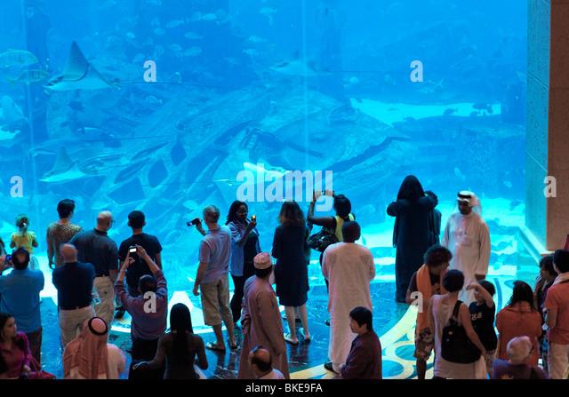 Atlantis Hotel, The Palm Jumeirah, Visitors watching the Aquarium, Manta stingray, whale, - Stock Image