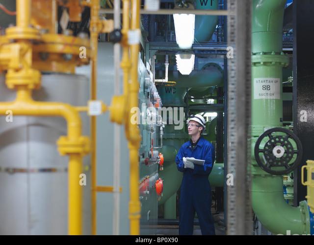 Engineer in Turbine Hall - Stock-Bilder