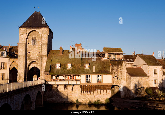 Moret bridge stock photos moret bridge stock images alamy - La porte de bourgogne moret sur loing ...