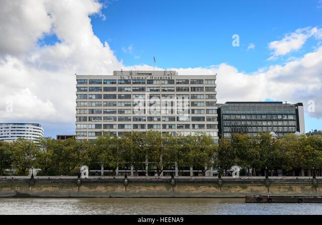 Looking south toward St Thomas' Hospital on the River Thames, London, UK - Stock Image