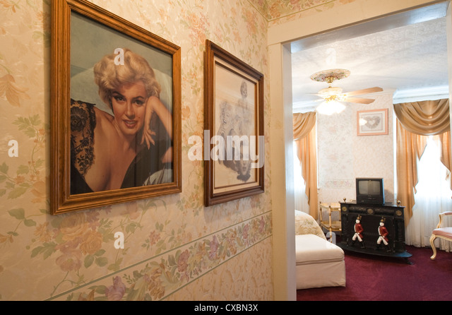 Marilyn Monroe's room at the Edith Palmer's Country Inn, a Victorian home built in 1863, Virginia City. - Stock-Bilder