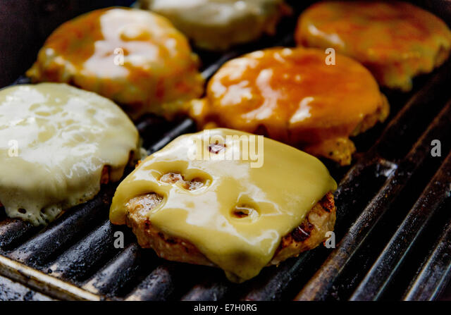 cheeseburgers cooking on the grill - Stock-Bilder