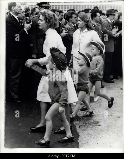 Jul. 11, 1960 - Refugees From The Belgian Congo Arrive In Brussels: Women and children walk from the aircraft on - Stock-Bilder