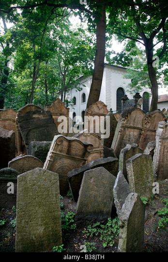 Aug 2008 - The Old Jewish cemetery Josefov Prague Czech Republic - Stock Image