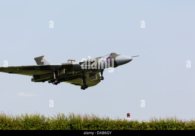 Avro Vulcan XH558 of the vulcantothesky.org passes over a spectator whilst landing at RAF Waddington 2013 - Stock Image