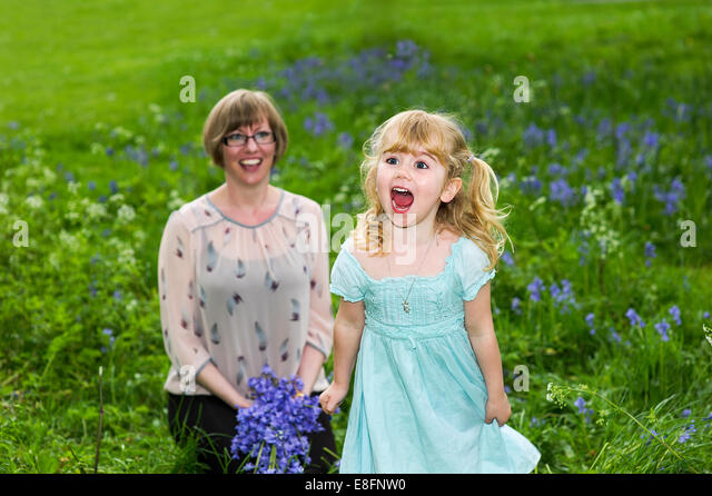 United Kingdom, UK, Warwickshire, Rugby, Portrait of happy mother and daughter (4-5) - Stock Image
