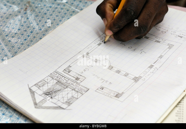 Architecture student drawing a diagram of a earthquake-proof house with truss structure. They are being trained - Stock Image