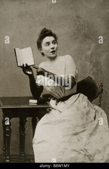 Yvette Guilbert circa 1900 French singer and actress - Stock-Bilder