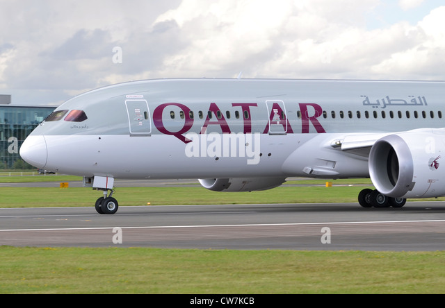 Boeing 787 Dreamliner in the colours of Qatar Airways beginning its take-off run at Farnborough International Airshow - Stock Image