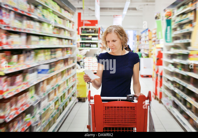 woman in supermarket, shopping - Stock Image