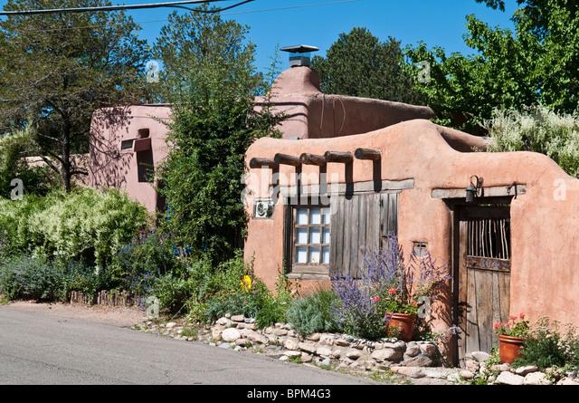 Adobe house stock photos adobe house stock images alamy for Santa fe adobe homes