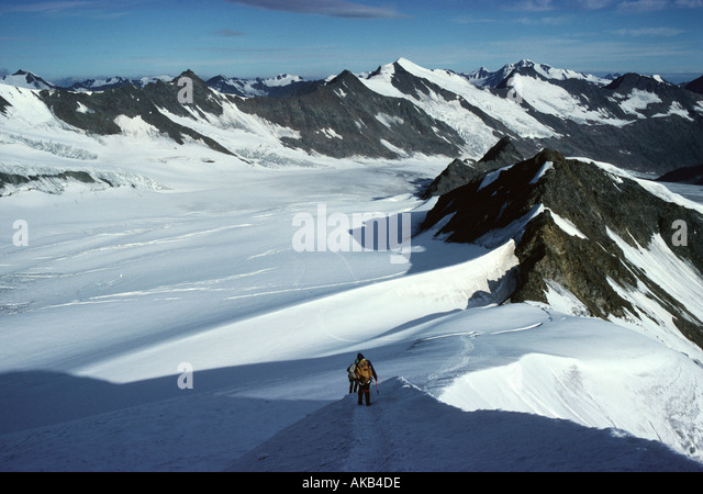Mountaineers on the north west ridge of the Hohe Wilde, Ötztal Alps, Austria - Stock Image