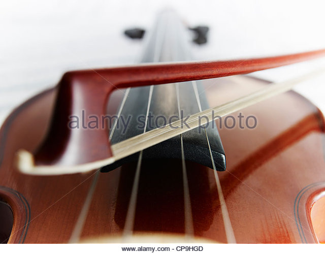 bow,color image,detail,entertainment,focus on foreground,full frame,horizontal,instrument,low angle view,music,no - Stock-Bilder